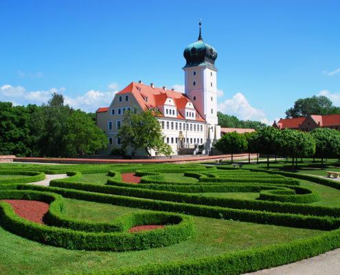 Schloss Delitzsch mit Garten (c) www.schloesserland-sachsen.de