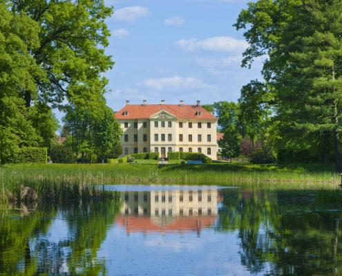 Barockgarten Zabeltitz, Blick vom Flaschenteich zum Palais, www.schloesserland-sachsen.de (c) Sylvia Dittrich